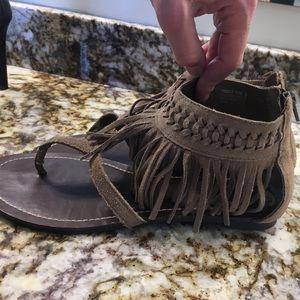 Minnetonka Shoes - Minnetonka Sandals size 9