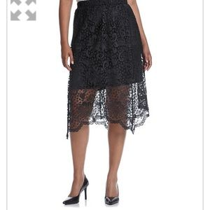 Relativity Dresses & Skirts - Pretty scalloped edge Relativity skirt