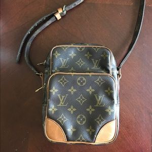 RESERVED Auth. Louis Vuitton Vintage Crossbody Bag