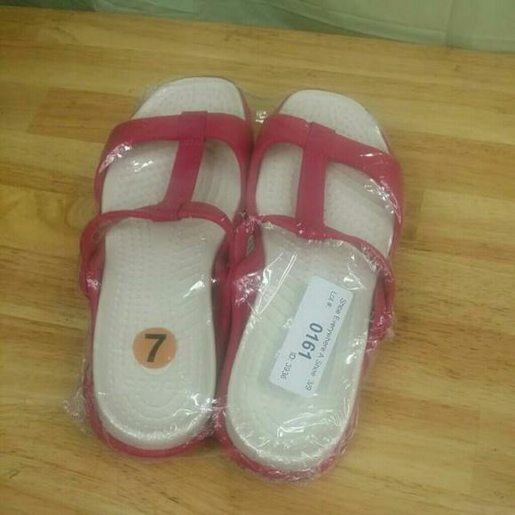 20b96f98673544 Crocs lii Flat Women s Sandals