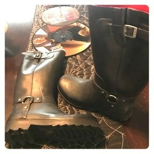 Hot Topic Shoes - Awesome rain boots... worn only once!