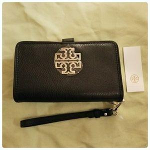 Tory Burch Handbags - Tory Burch britten cell phone wristlet wallet NEW