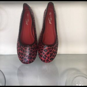 Shoes - NWT CUTE RED LEOPARD PRINT SHOES