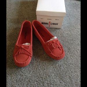 Minnetonka Shoes - MINNETONKA SALMON/CORAL WOMEN'S SIZE 6.5