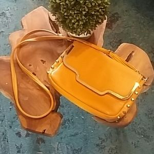??Yellow studded crossbody bag??
