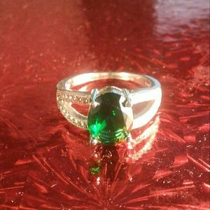 Sterling Silver 925 Emerald Green Womens Ring Sz 9