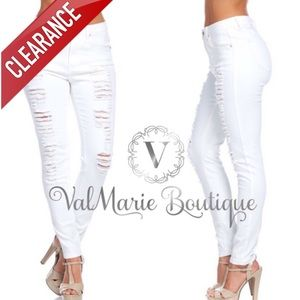 📍CLEARANCE 📍STRETCHY WHITE DESTROYED DENIM
