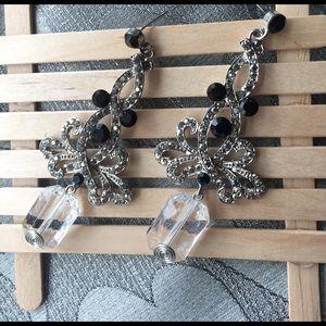 A27 Silver Crystal Drop Earrings