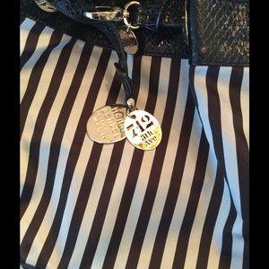 henri bendel Handbags - Gorgeous Henri Bendel Striped bucket bag💗