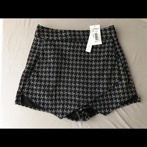 Aqua Dresses & Skirts - Aqua High Waisted Skort Grey Envelope Houndstooth