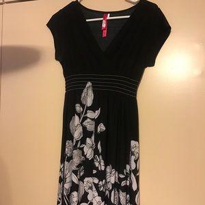 christina love Dresses & Skirts - Black & white flirty dress