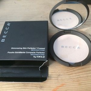 BECCA Other - NWT Becca moonstone highlighter
