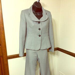 Kasper Other - Gently used Kasper 2 Piece pant suit