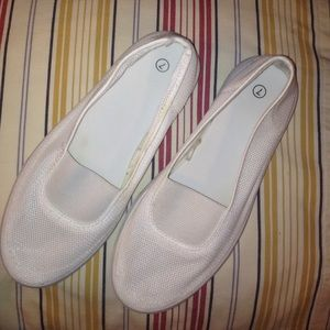 NON-MARKING Shoes - NON-MARKING NETED SLIP ON SIZE  7 WHITE