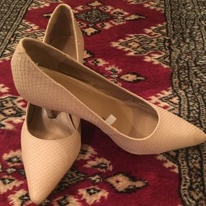 Light pink / Taupe Pointed-Toe Pumps