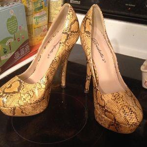 Breckelles Shoes - Snakeskin print platform high heels