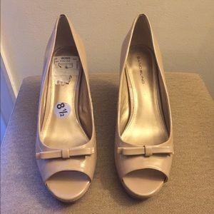 Bandolino Shoes - Nude patent leather pumps