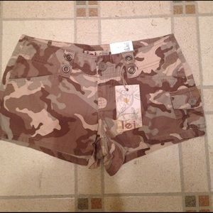 l.e.i. Pants - Brand new lei camouflaged shorts