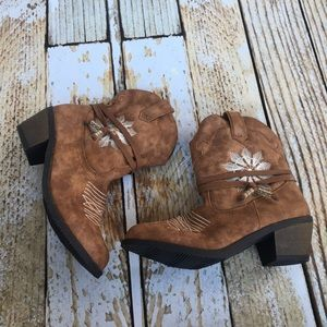 Stevies Shoes - NWOT Stevie's brown cowboy booties size 6