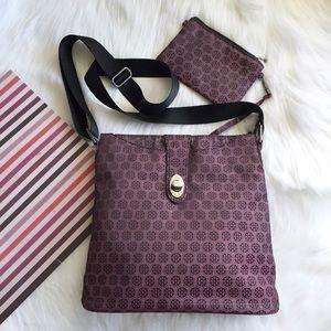 Baggallini Handbags - (NEW) Baggallini Daisy Crossbody Cherry Jacquard
