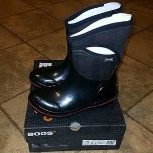 Bogs Shoes - Women's sz 8 Bogs boots mid black new in box