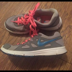 Size 6 Nike Revolution 2 Running Shoes