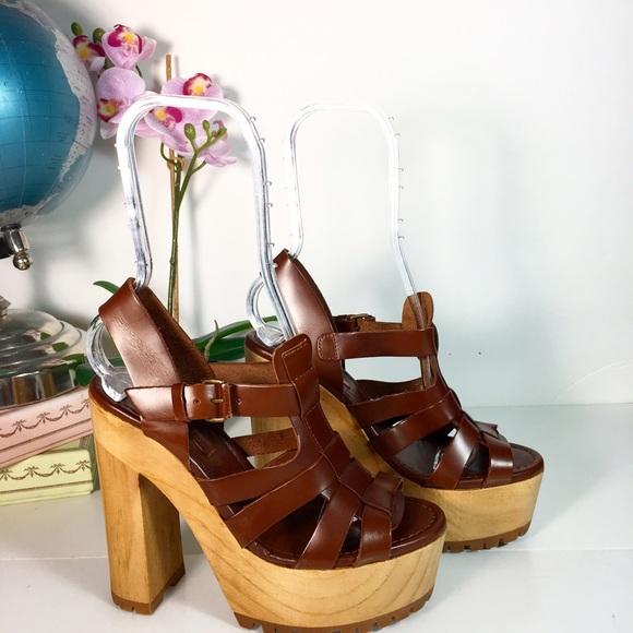 98c63bfbb Zara Wood Platform Leather Buckle Sandals NWOT. M_58d35faf2fd0b7290305d0fd