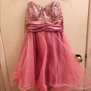 Speechless Dresses & Skirts - Strapless pink puffy dress