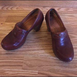 Dansko Shoes - Dansko brown dress shoe. Size 38/8.