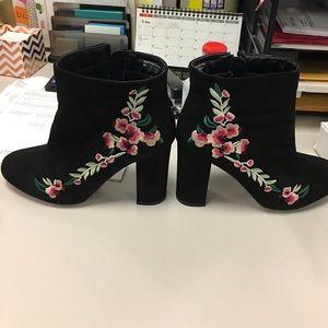 Primark Shoes - Floral embroidered heel bootie