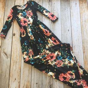 Dresses & Skirts - Black floral 3/4 sleeve tunic maxi dress