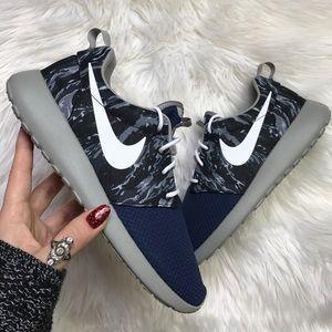 Nike Shoes - NWT Nike ID roshe custom