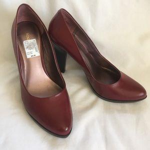 Burgundy heels size 7.5