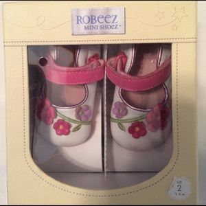 Robeez Other - Robeez girls mini flower shoes. Size 2.