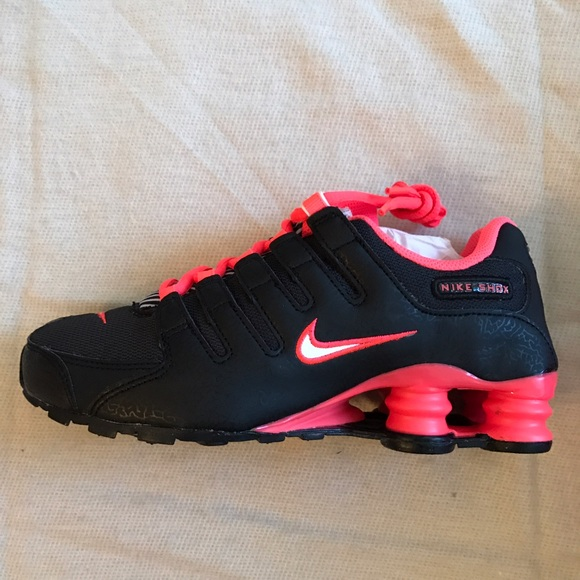 huge selection of 22e7a 72825 NEW in Box - Nike Shox NZ Shoes - black and pink