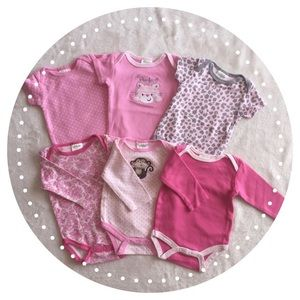 Baby Gear Other - Bundle of 6- Bodysuits. 3- short/ 3-long sleeve🌸