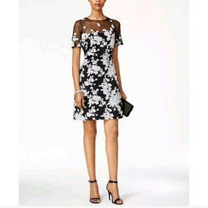 Tadashi Shoji Dresses & Skirts - Tadashi Shoji Short Sleeve Floral Dress