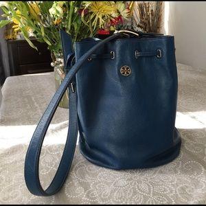 Tory Burch Handbags - Tory Burch Brody bucket bag