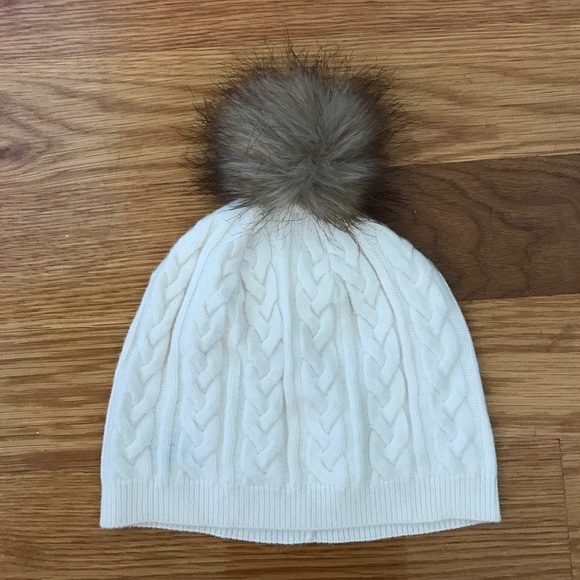 Cute White PomPom Winter Hat. M 58d3f3f4d14d7b5ca5073027 2ef40187ca87
