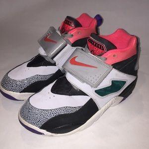 Nike Air Diamond Turf 2 Sneakers