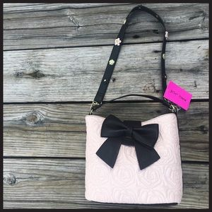 Betsey Johnson Handbags - 🆕Betsey Johnson light pink & black bucket bag