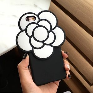 Saks Fifth Avenue Accessories - 🖤 Iconic Flower iPhone PLUS Cellphone Case
