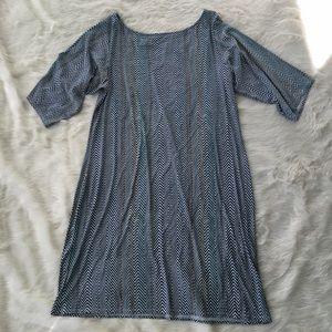 Leota Dresses & Skirts - Leota chevron print shift casual dress
