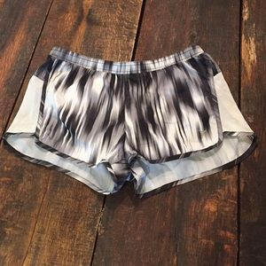 Old Navy Pants - NWOT Old Navy Active Shorts