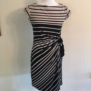 just taylor Dresses & Skirts - Just Taylor pull on dress size 6 Black and Tan