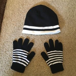 Black and white winter cap and mittens