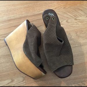 Jeffrey Campbell Shoes - Adorable Jeffrey Campbell wooden wedges