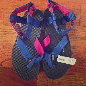 Teva Shoes - NWT Teva sandals size 6