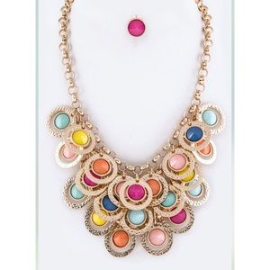 Jewelry - Spring statement necklace !