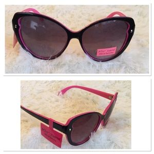 Betsey Johnson Accessories - 🎉HP🎉 Betsy Johnson Oversized Sunglasses